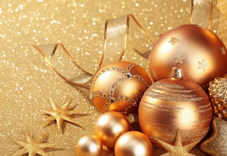 golden-christmas-globes-wallpaper-1.jpg